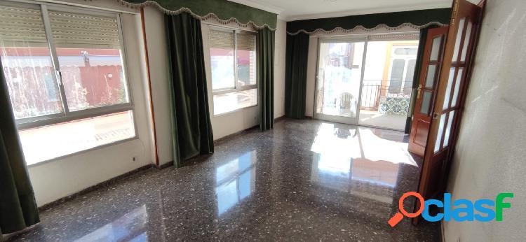 Estupendo piso junto a Plaza de Las Flores.