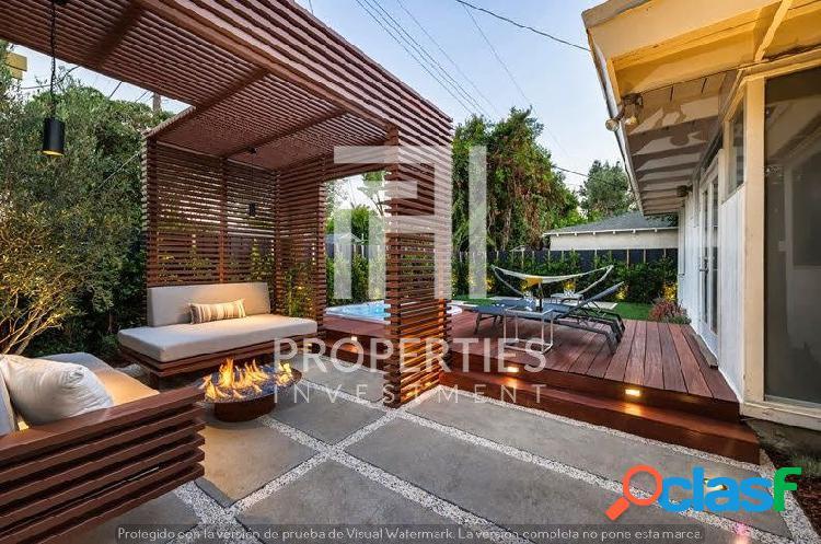 Exquisito chalet de diseño con terraza, jardín y jacuzzi,