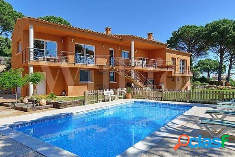 Fantástica casa individual con piscina privada