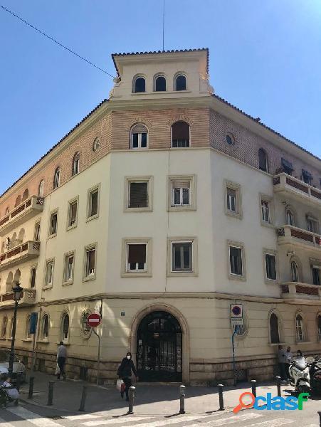 Gran piso junto Plaza de los Luceros