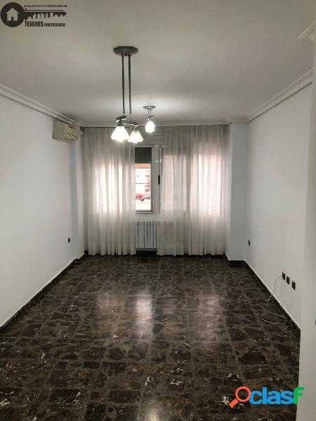 Inmobiliaria Tejares vende magnífico piso en la zona del