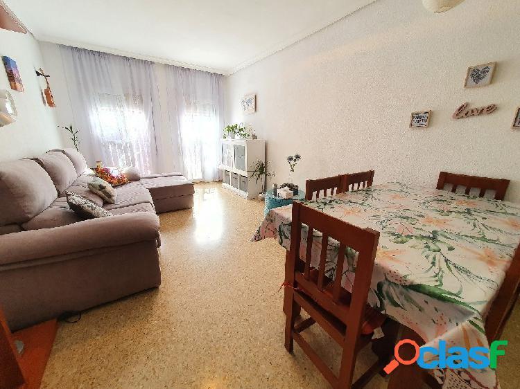 Junto al Colegio El Carmen, piso de 122 m2 con 4 dormitorios
