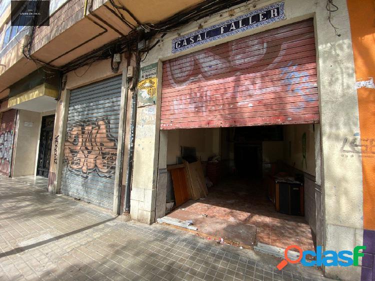 Local Comercial con muchas posibilidades, calle Vicente