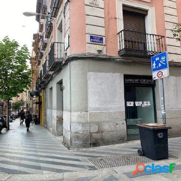 Local comercial con 20 metros de fachada en Plaza de la Luna