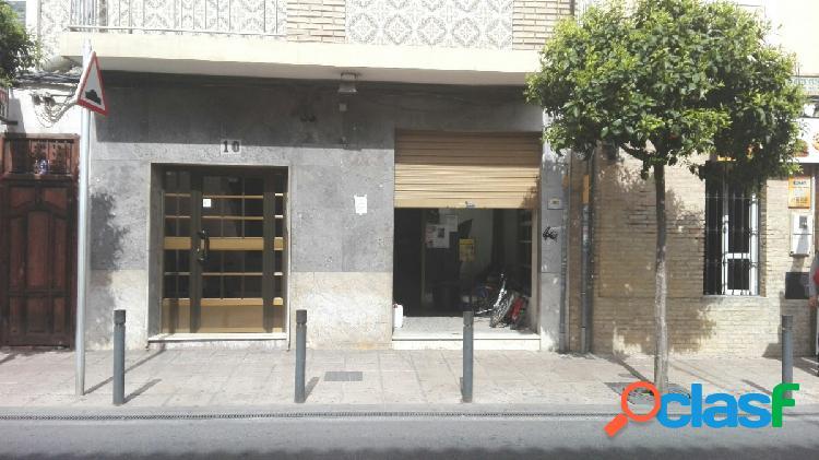 Local comercial en alquiler se encuentra situado en zona del