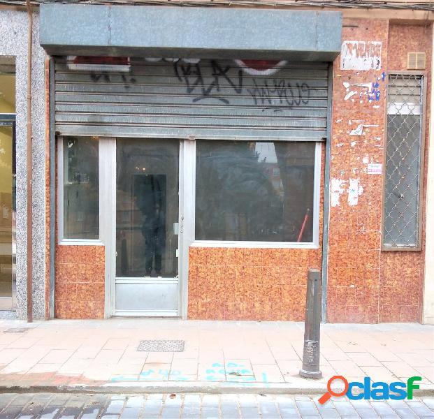 Local de 50 m2 junto a Carretera de Rueda.