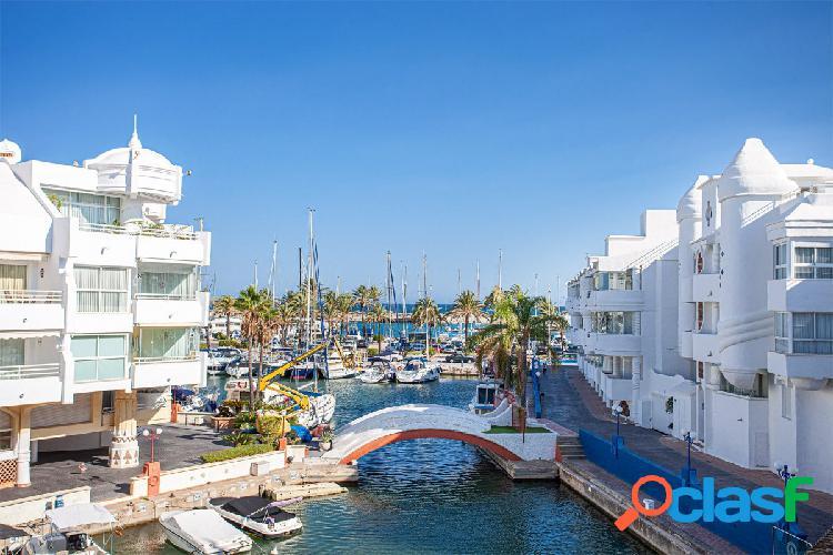 Luminoso y amplio 2 dormitorios en Puerto Marina, parking