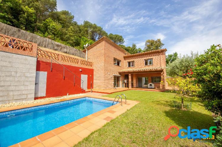 Magnífica casa a 4 vientos con piscina en Sant Cebrià de