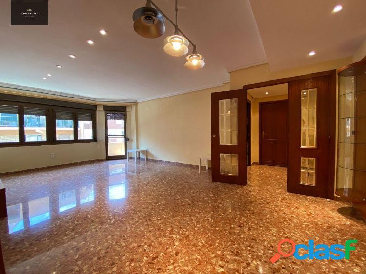 Magnífico piso de 3 habitaciones, 2 baños en calle Chiva,
