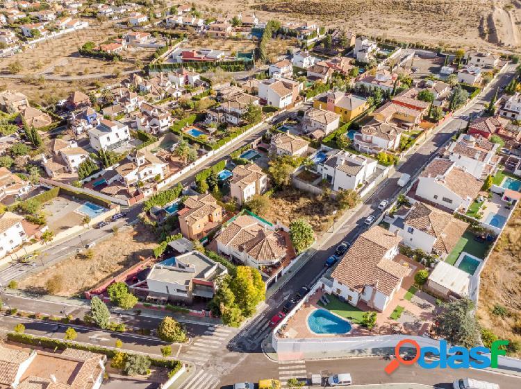 Magnífico solar en Urbanización Cortijo de la Luz en Otura