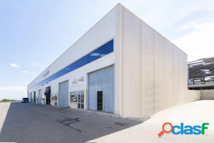 Nave Industrial del año 2006, ubicada en recinto cerrado y