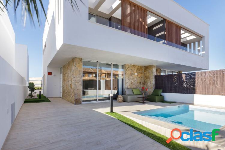 Nueva villa 3 dormitorios, 3 baños, piscina privada. San