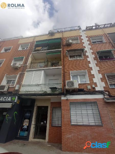 PISO DE 2 DORMITORIOS Y 2 BAÑOS CON PATIO EN LA ZONA DE