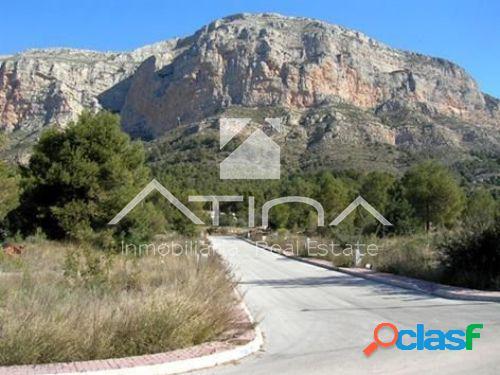 Parcela urbana de 1607 m2 en la zona del Montgo con vistas