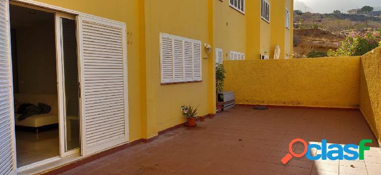 Piso con amplia terraza y plaza de garaje en Caletillas