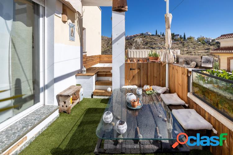 Piso con piscina en terraza.