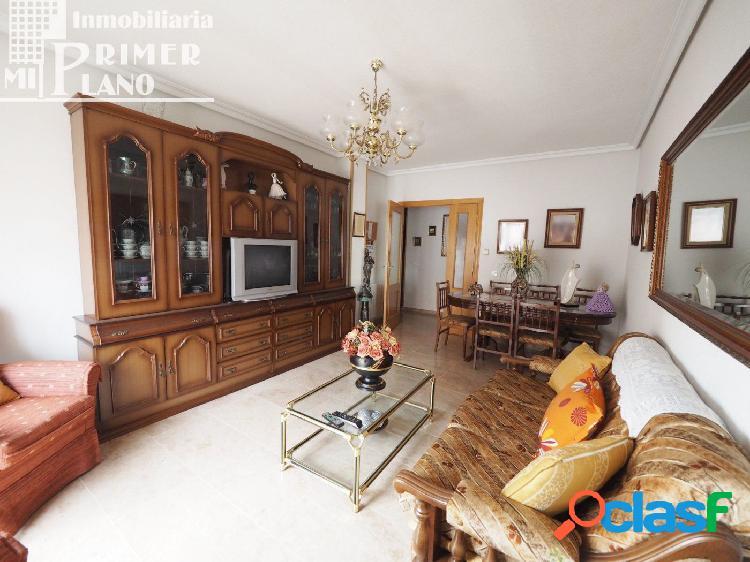 Piso de 100 m2, con 3 dormitorios y 2 baños en venta, junto