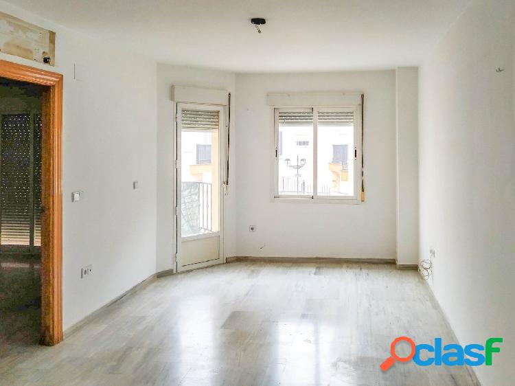 Piso de 2 dormitorios, con plaza de garaje, situado en