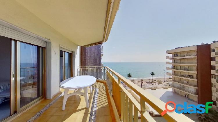 Piso de 2 habitaciones en 1ª línea de playa con vistas al