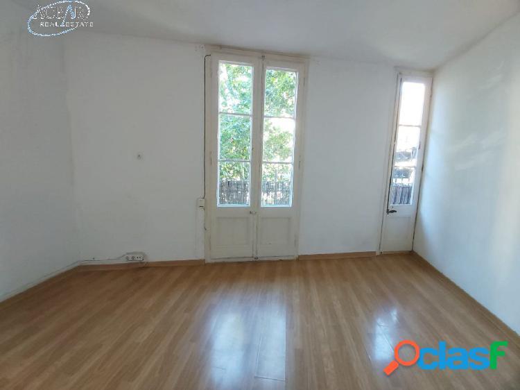 Piso de 40 m2 en Av. Meridiana, al lado del metro de Clot