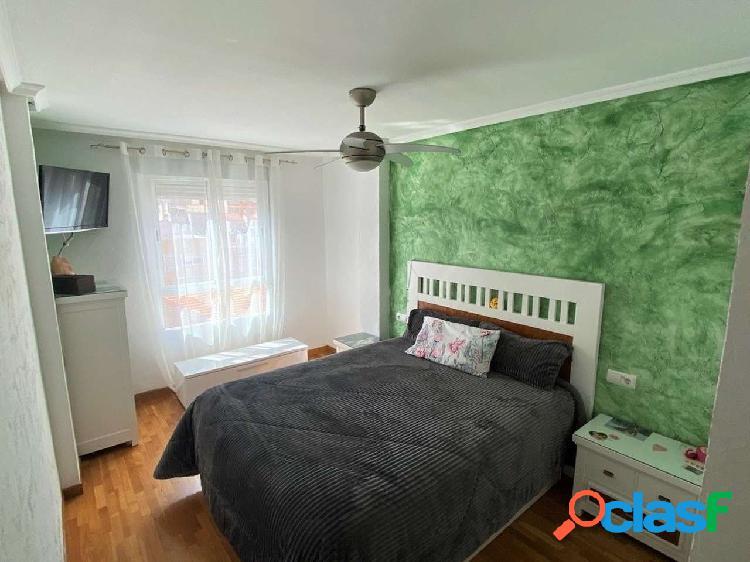 Piso de tres dormitorios con plaza de garaje y trastero