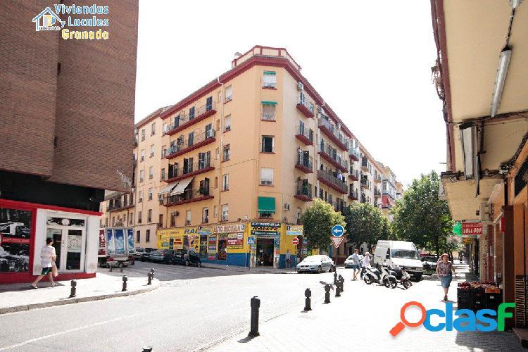 Piso de tres dormitorios haciendo esquina en calle Martinez