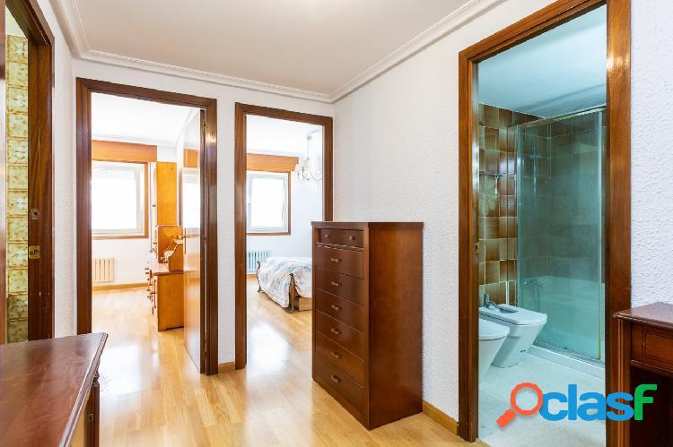Piso en alquiler de 4 dormitorios 2 baños con garaje en