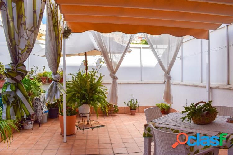 Piso en venta con una gran terraza en la zona de Pere Garau