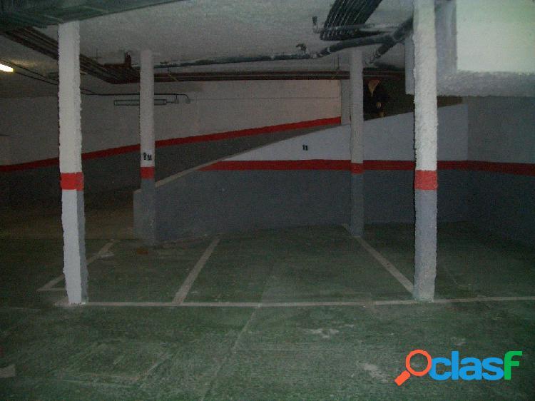 Plaza de garaje para coche mediano