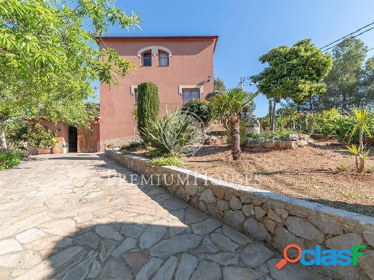 Preciosa casa esquinera en venta en Olivella