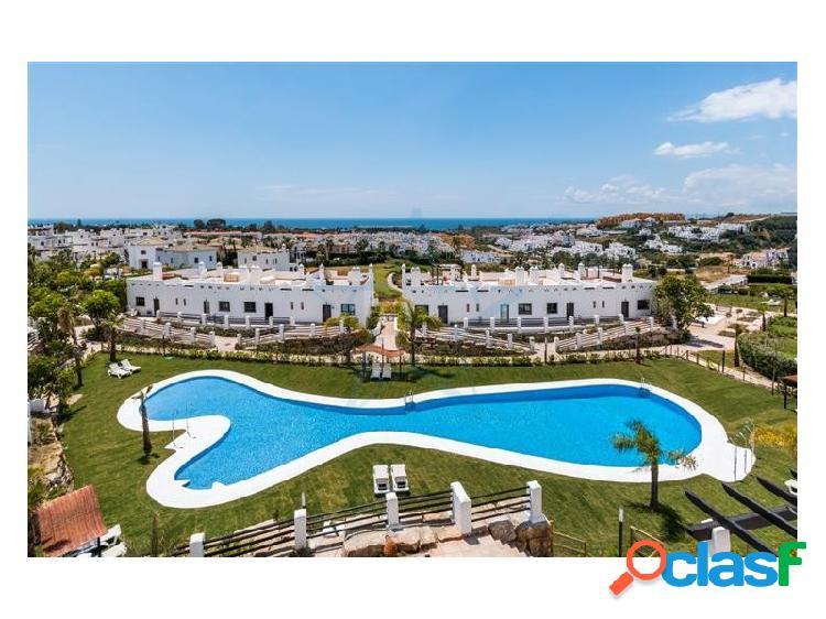 Precioso adosado con vistas al mar situado en La Resina Golf