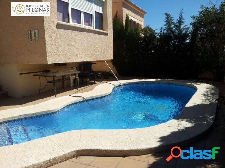 Precioso chalet independiente con 4 dormitorios y piscina