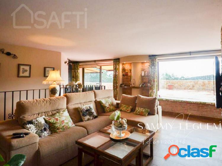 SAFTI le presenta este Fantástico CHALET de 340 m2 en