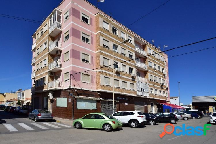 SE ALQUILA LOCAL COMERCIAL DE 98 m2 EN ESQUINA, EQUIPADO Y