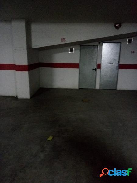SE VENDE, estupenda plaza de garaje y trastero, en un