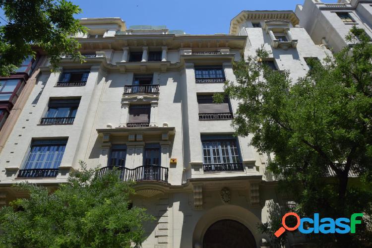 Se alquila magnífico piso en la calle Hermosilla en