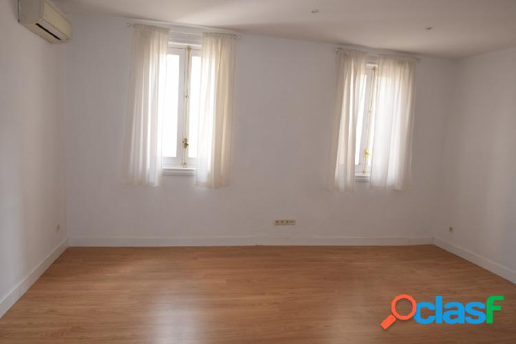 Se alquila piso muy luminoso en la calle claudio Coello