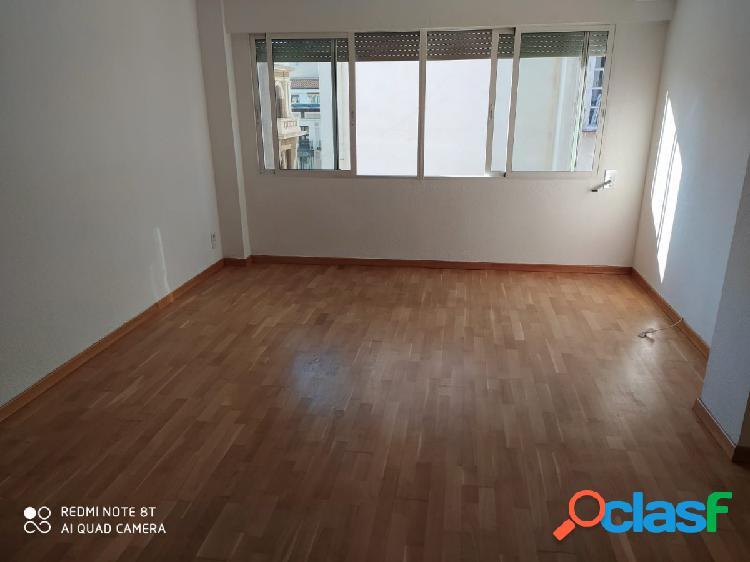 Se alquila piso, sin amueblar, en Calle Felipe Sanclemente 8