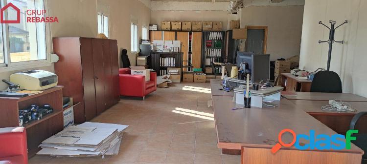 Se vende LOCAL COMERCIAL en el Pla de na Tesa. 78 m2 +