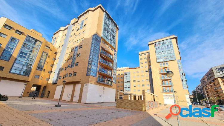 Se vende amplio piso en Ramon y Cajal con 4 dormitorios, 2