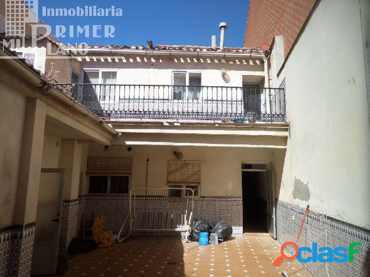Se vende casa de 2 plantas, junto a calle Socuellamos, en
