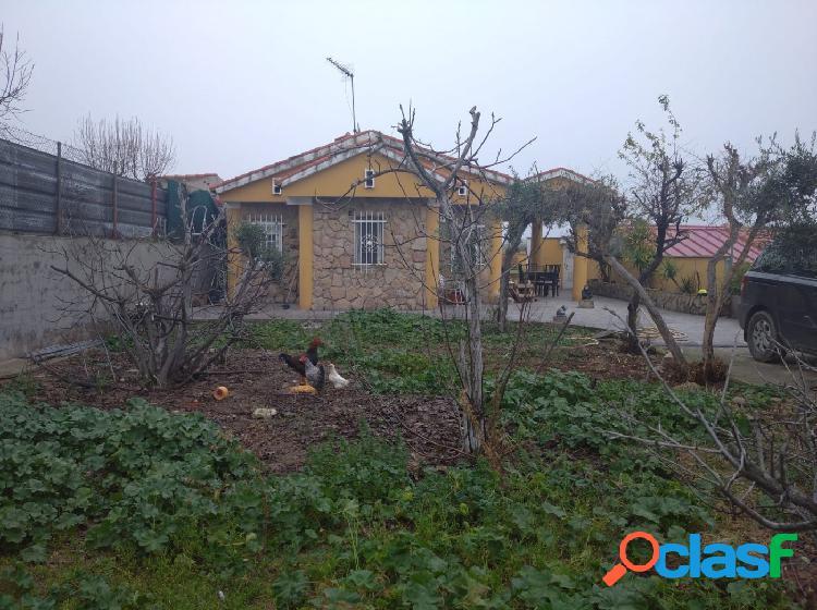 Se vende casa en Urbanización de Carranque.