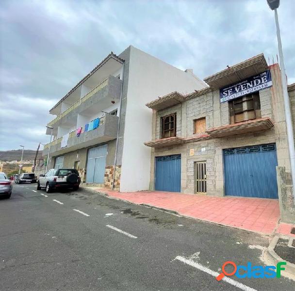 Se vende casa o edificio de dos plantas en estructura en los