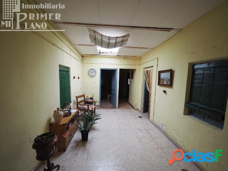 Se vende casa para reformar en pleno centro de Tomelloso con