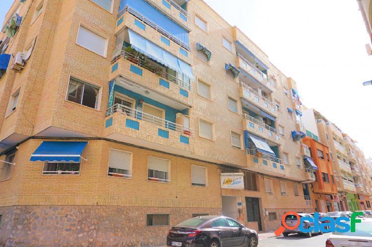 Se vende centrico apartamento semireformado!