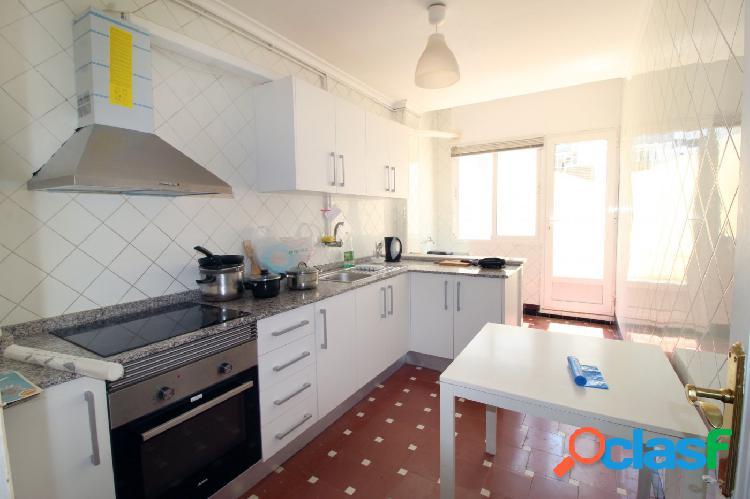 Se vende excelente vivienda de 5 habitaciones zona Ruzafa.