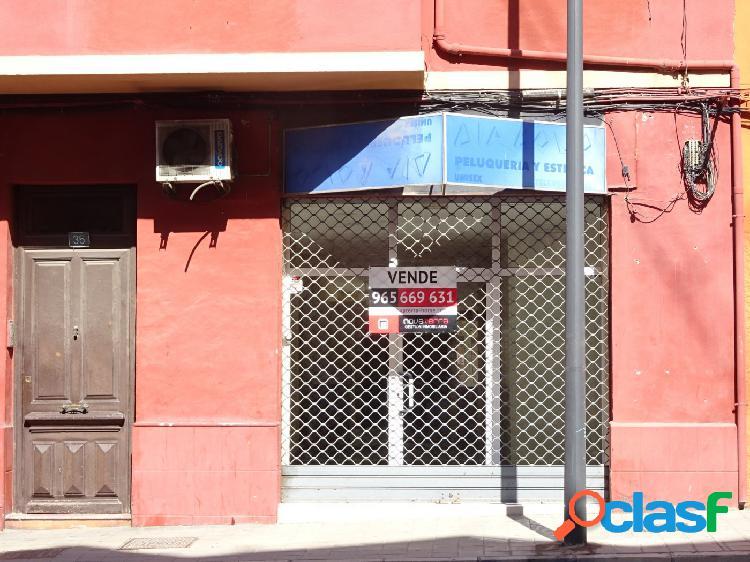 Se vende local comercial en Avd, Jijona