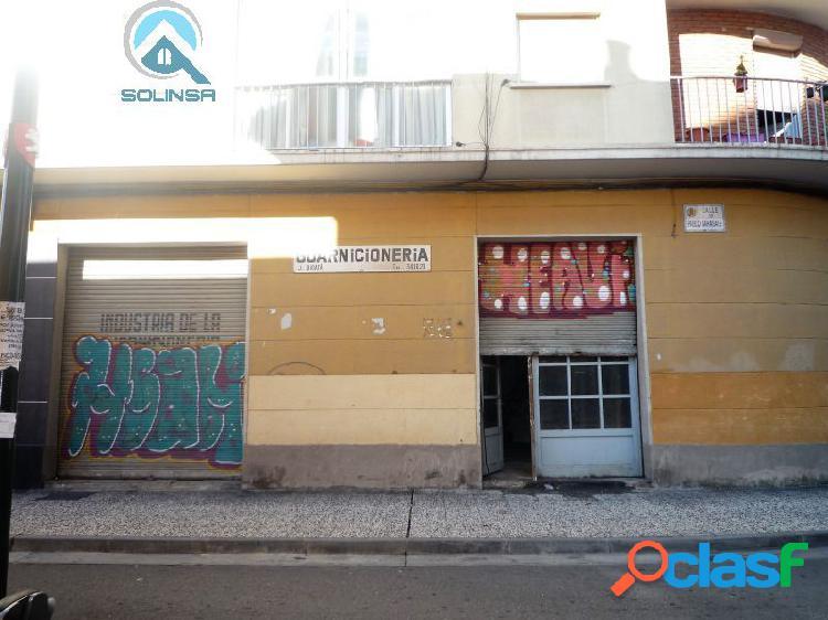 Se vende o alquila local de 135 m2 útiles en Delicias.