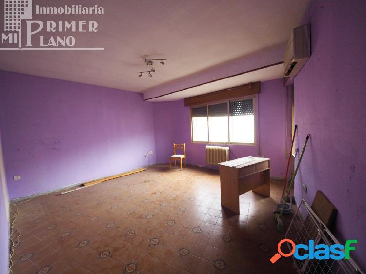 Se vende piso de 127 m2 para reformar con vistas a Plaza de