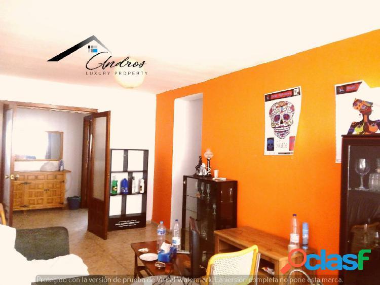 Se vende piso de tres habitaciones PARA REFORMAR, en centro
